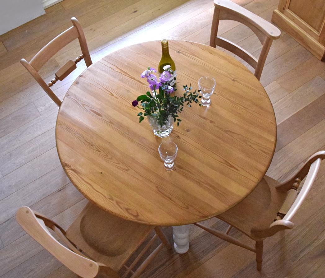 丸テーブル4人掛け